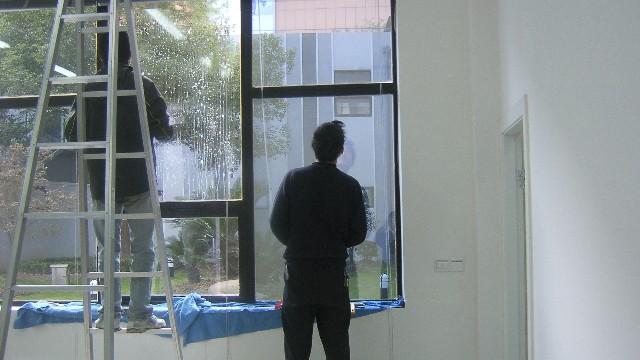建筑玻璃贴膜的步骤