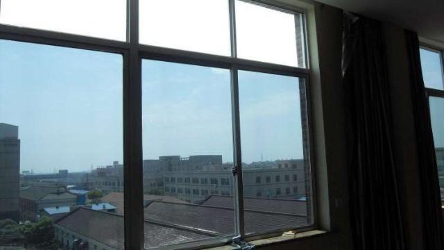 窗户玻璃贴膜的注意事项及步骤技巧