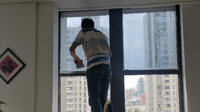 建筑隔热膜和节能型玻璃哪个更实用?